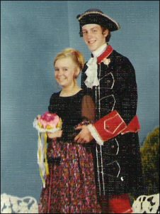 prom-costume-couple